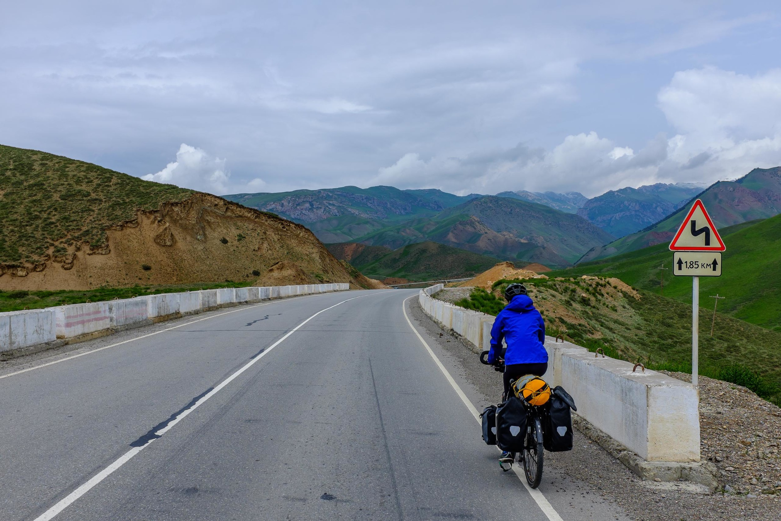 Riding up to the 2600 m (8,530 ft) pass between At-Bashy and Naryn