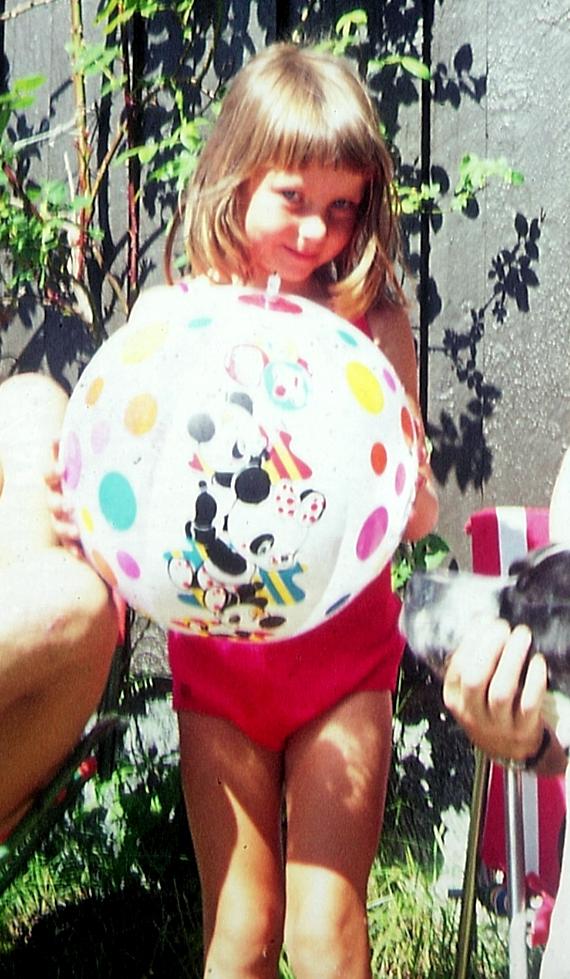 Jeg dagdrømte mye tilbake til barndommens gode dager. Det var alltid sol og alltid lykke.
