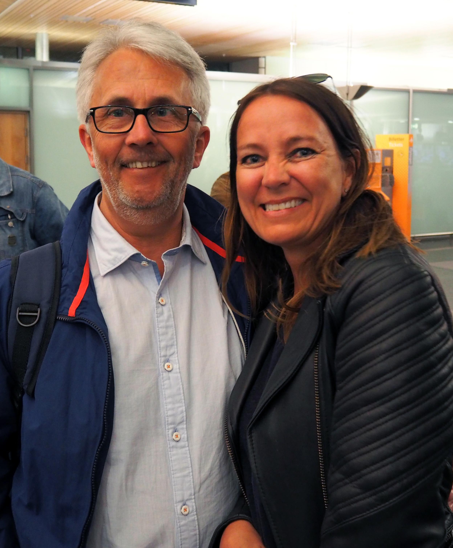 Knut Bjørn og meg tilbake på Gardermoen etter en uke i Mogan på Gran Canaria. Foto: Bente Cecilie Bergan.