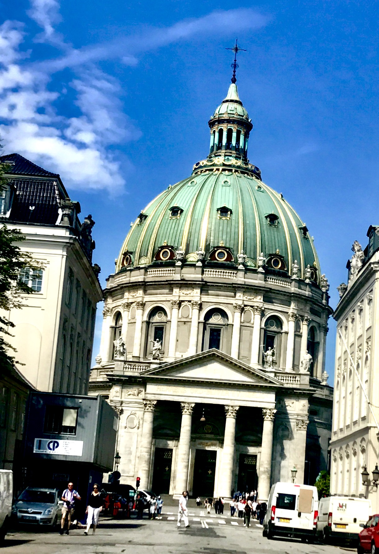 Den vakre Marmorkirken, inspirert av Peterskirken i Roma.
