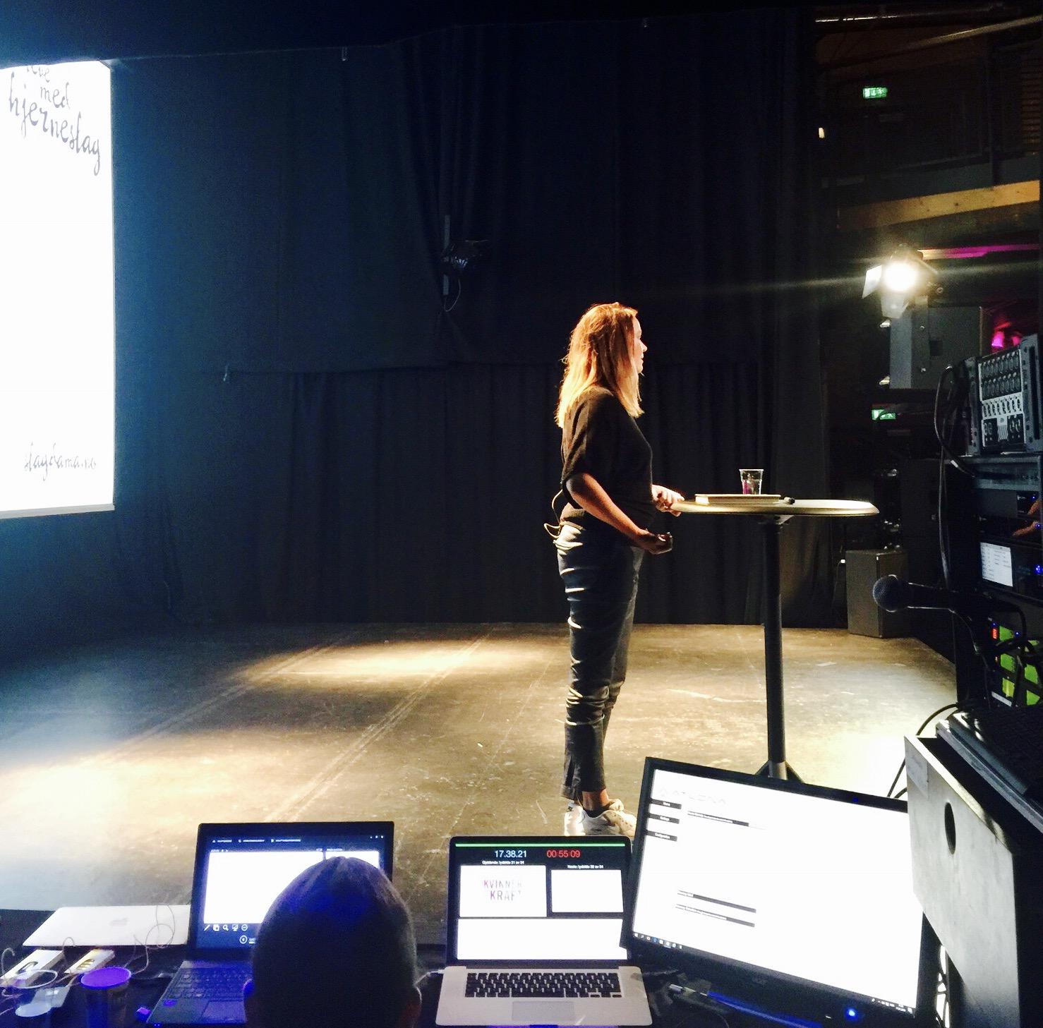 Så naken er jeg når jeg forteller min historie foran 300 mennesker på Union Scene i Drammen. Og mottakelsen er fantastisk!