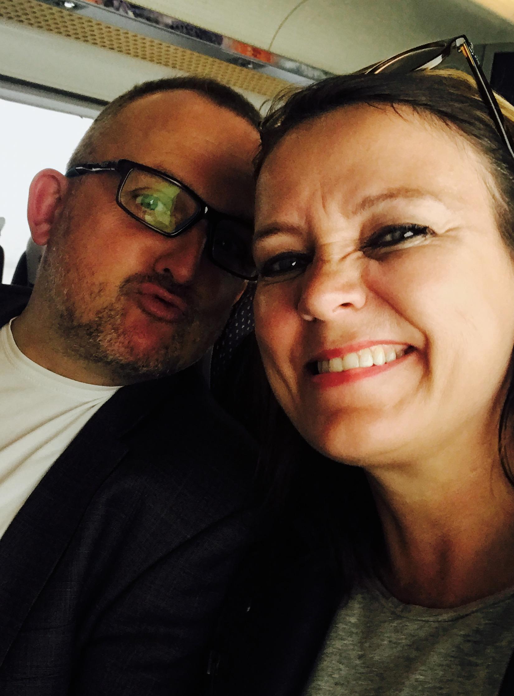 Tøysebilde av oss to på vei til Gardermoen.