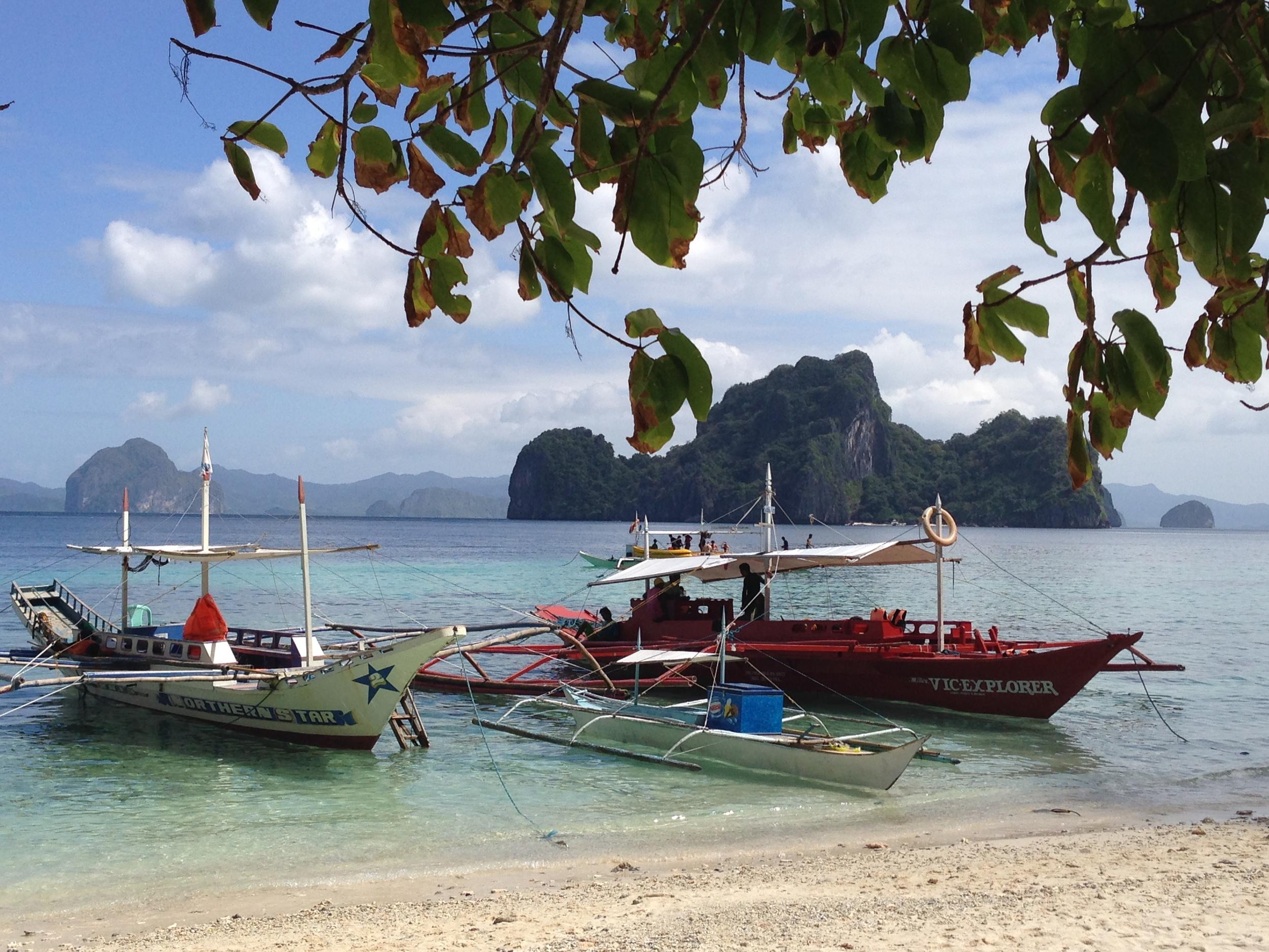 Island hopping tour Philippines