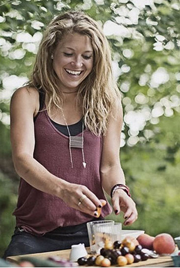 Kate Scharenbroich, Body Nourish, How to Eat Healthy While Traveling