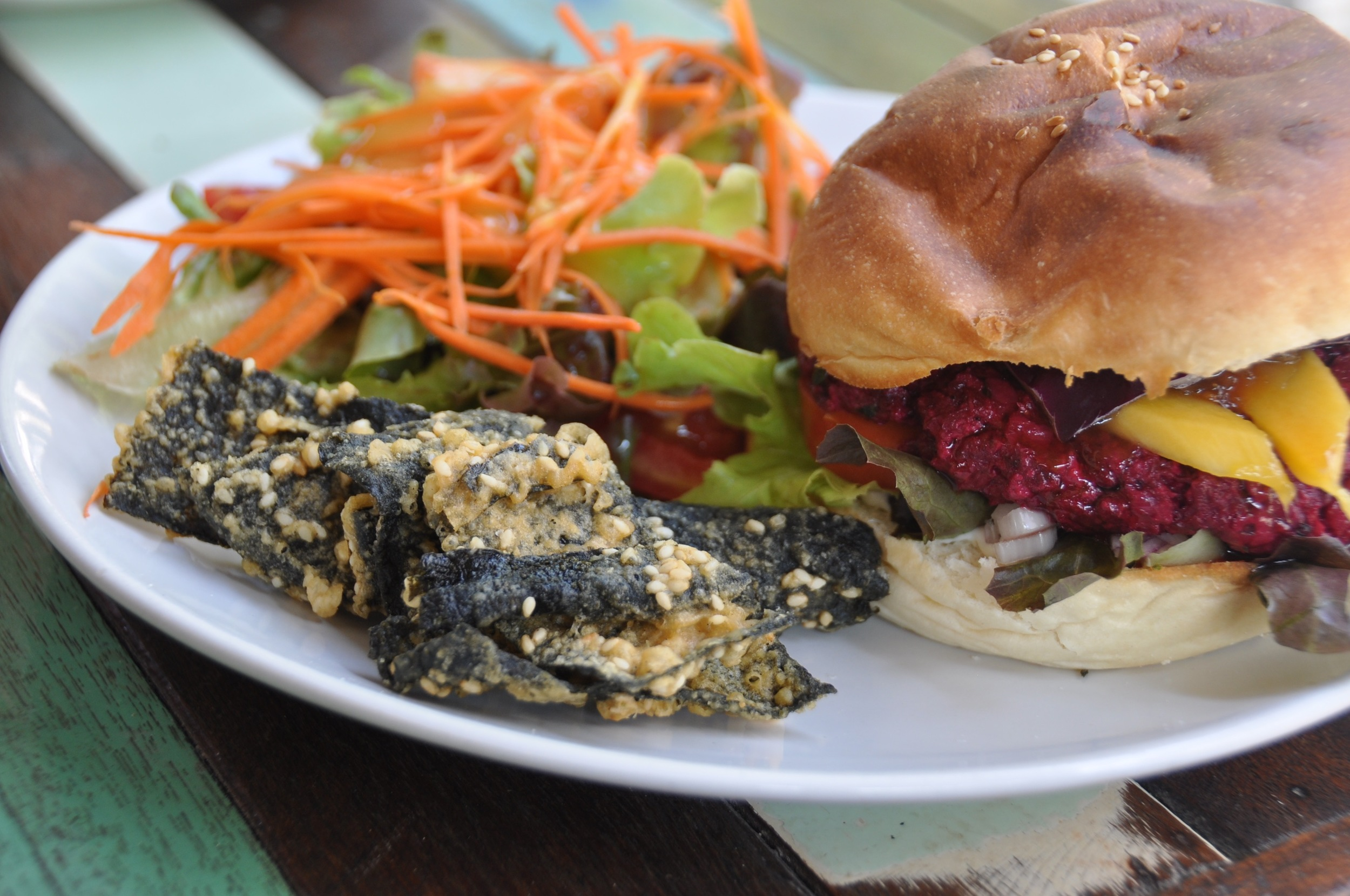 Where to eat in Koh Tao I Love Salad Beetroot Burger