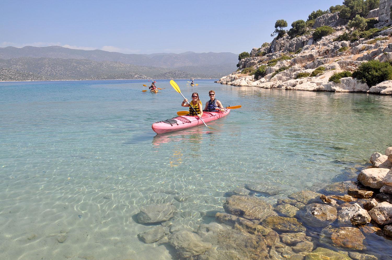 Exploring sunken ruins is best done in a kayak!