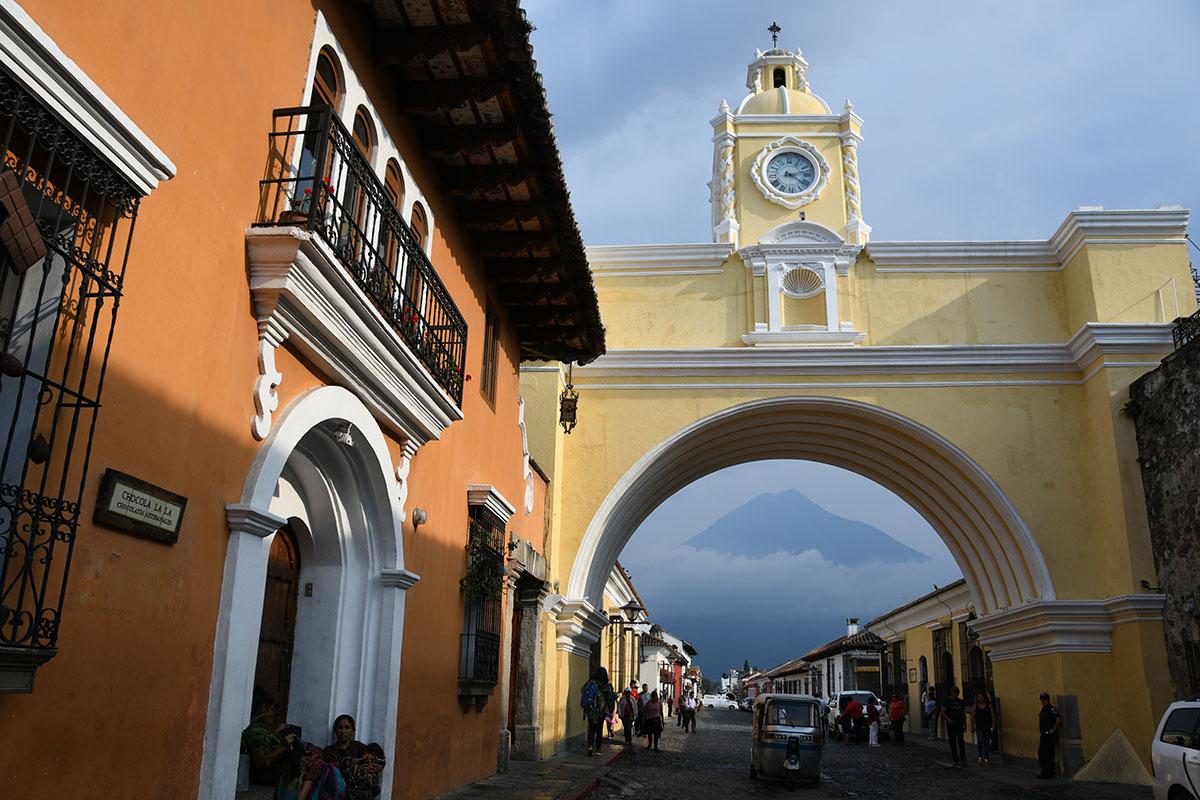 Things to Do in Antigua Guatemala: Arco de Santa Catalina