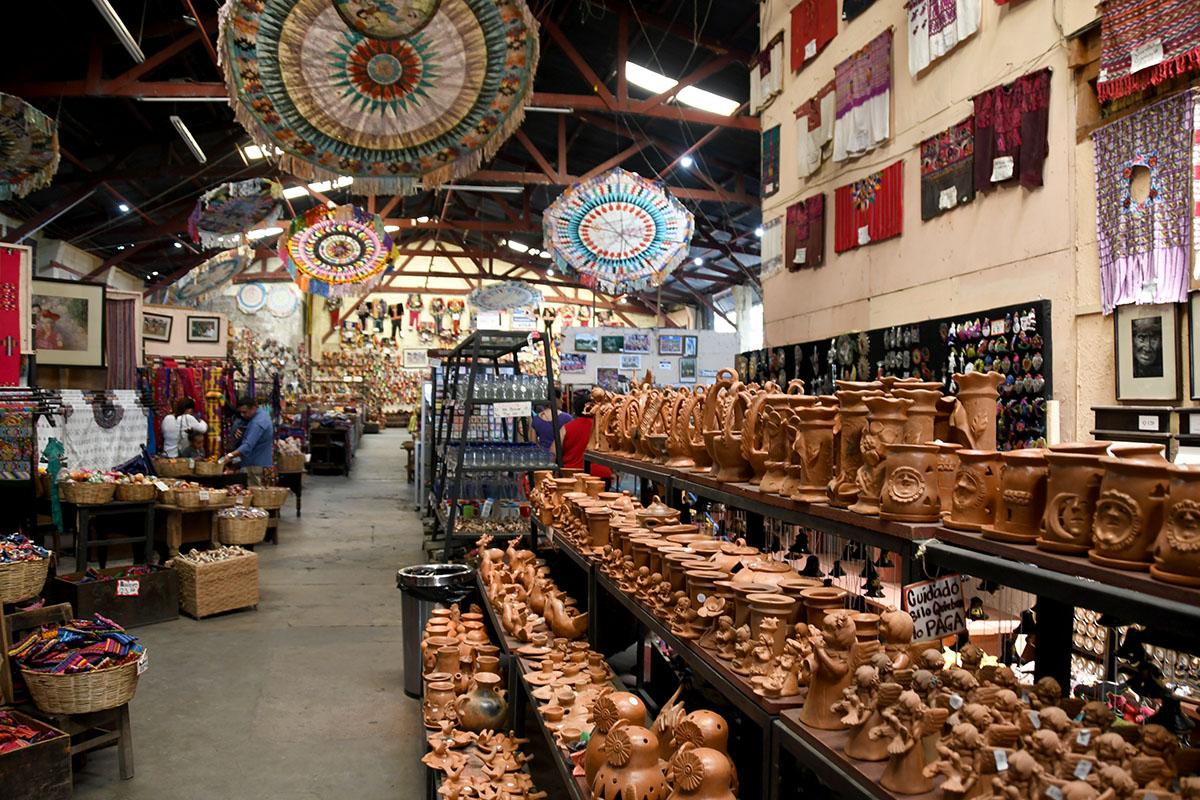 Things to Do in Antigua Guatemala: Handicraft Shopping