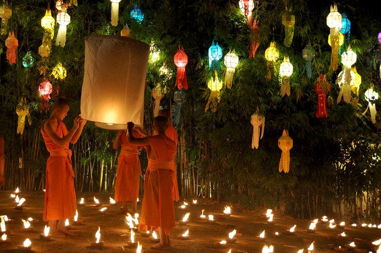 Yi Peng Loy Krathong Chiang Mai Thailand Wat Phan Tao Monks