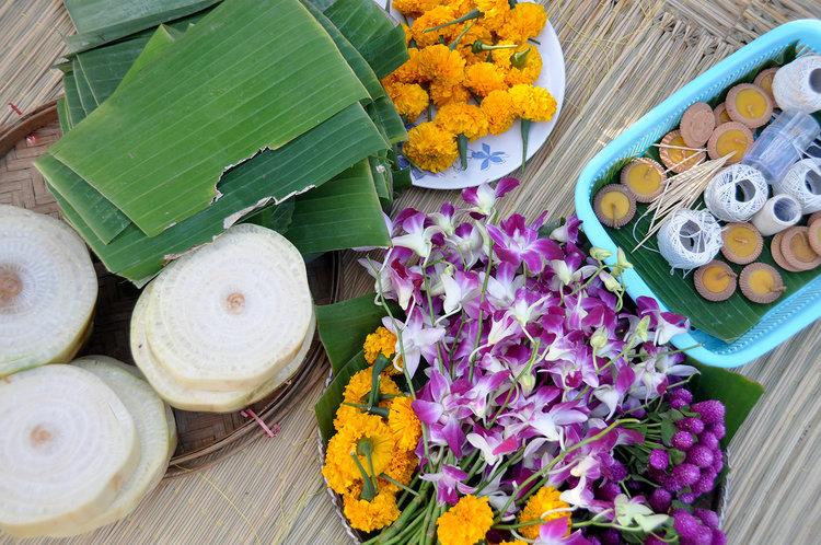 Yi Peng Loy Krathong Chiang Mai Thailand DIY krathong