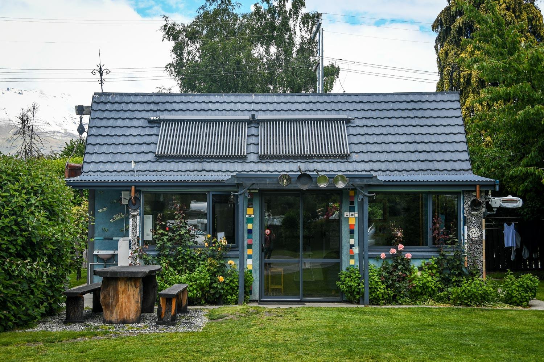 New Zealand Budget Travel Accommodation House