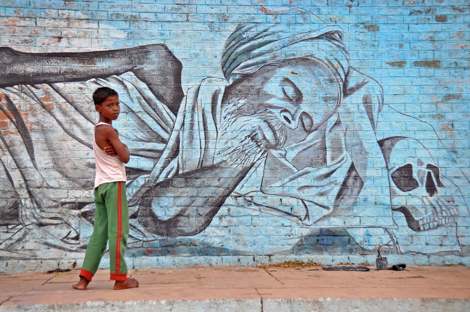 Street mural and little boy in India
