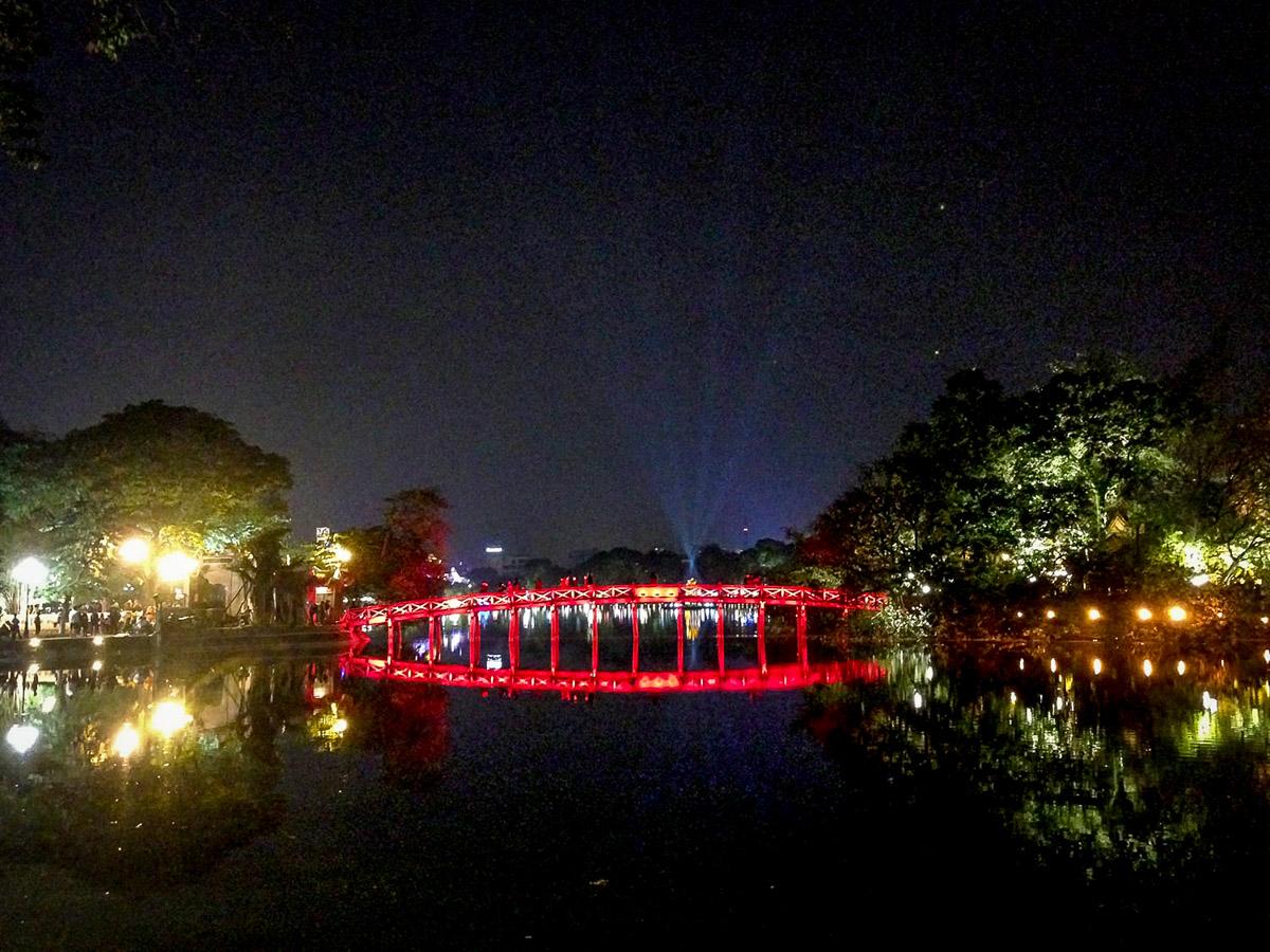 Things to Do in Hanoi | Turtle Lake Hanoi at night