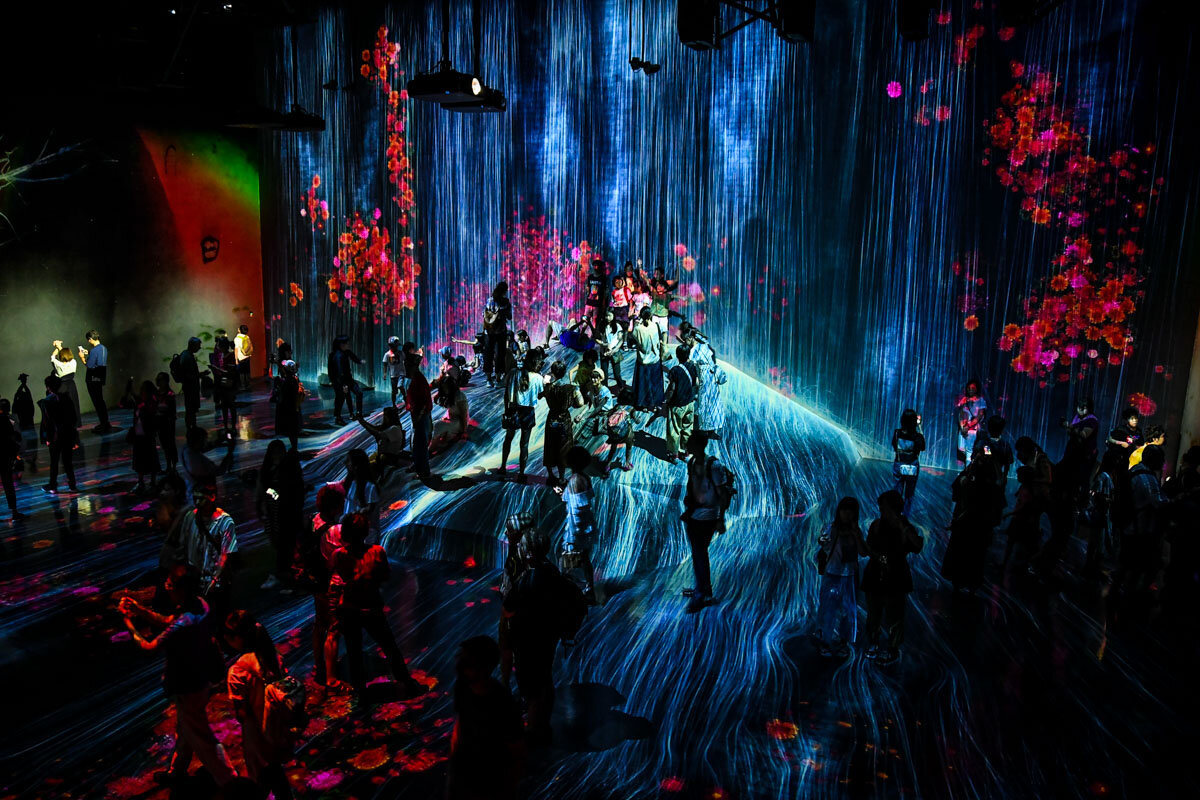 teamLab Borderless Tokyo Guide Water Particles on a Rock Where People Gather