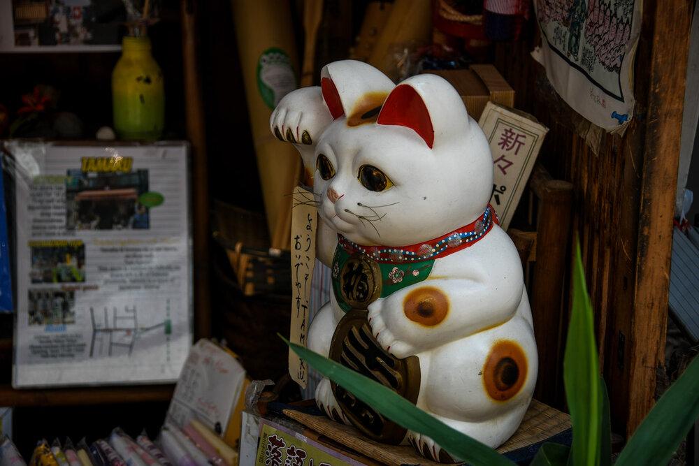 Japan Souvenirs Waving Kitty Maneki Neko