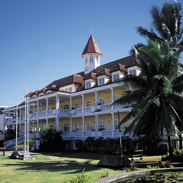 papeete-town-hall.jpg
