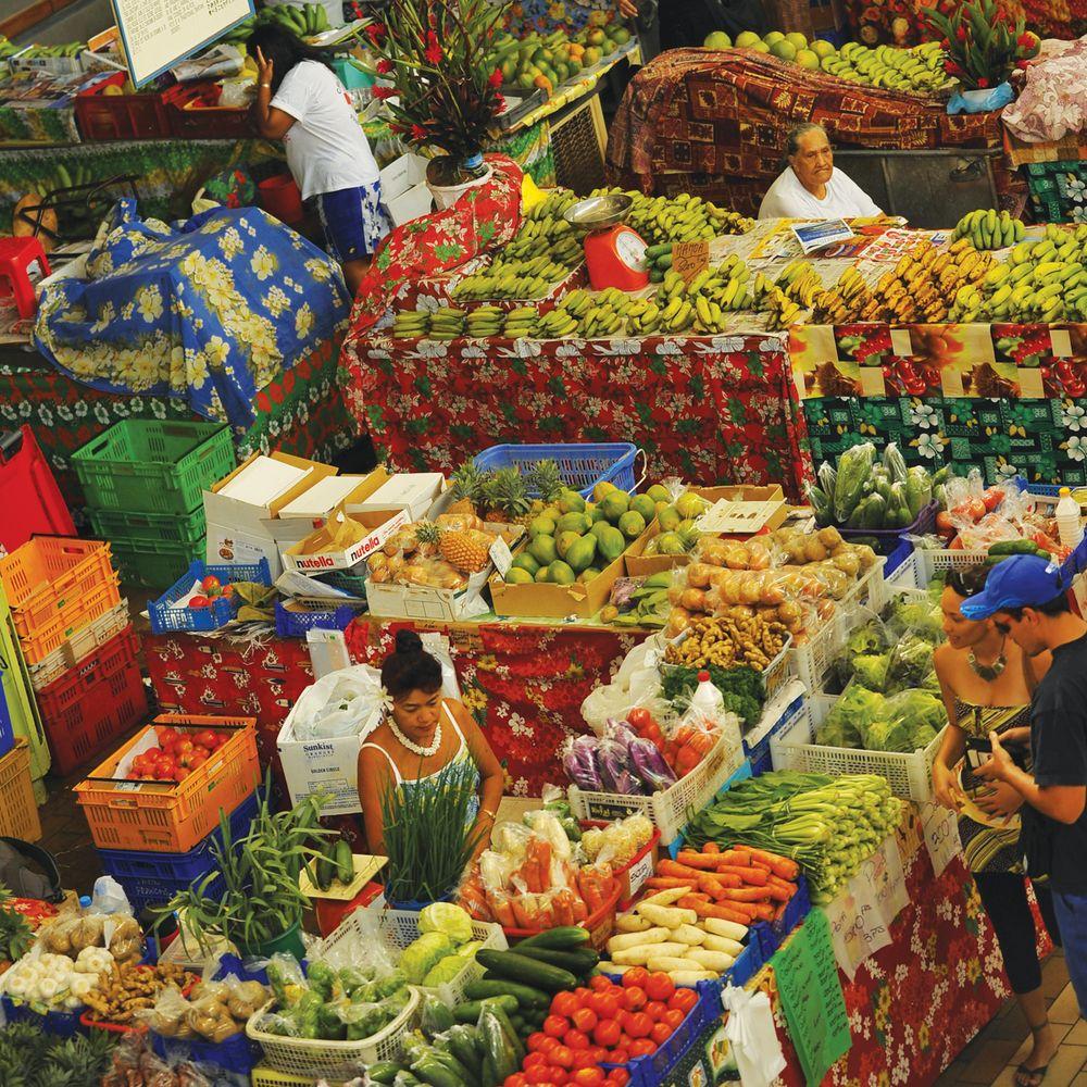 walking-papeete-fruit-market.jpg