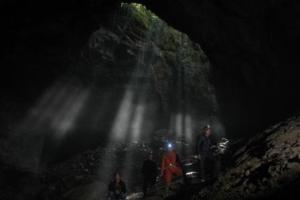 Entrance to the Big Cave (大洞) near Shizilu village (photo by He Duanyong)