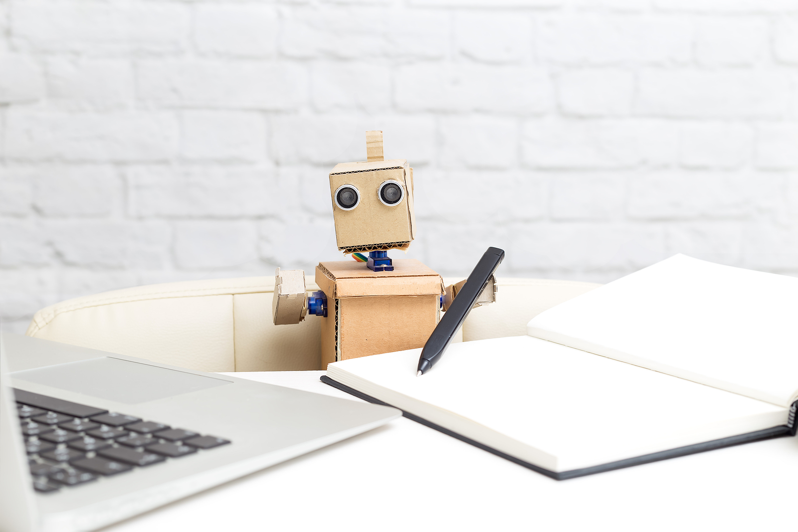 This educational program aims to demystify the perception that the study of AI is complicated and exclusive to those who master math or programming. - Photo: Bigstock.com