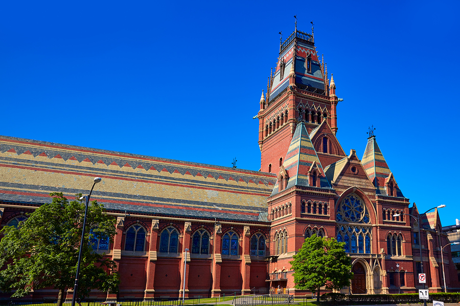 Except for the University of California at Los Angeles, which didn't occupy a top ten place since 2014, the names of the most accredited institutions remain the same: Harvard, MIT, Stanford, Cambridge, and Oxford. - Photo: bigstock.com