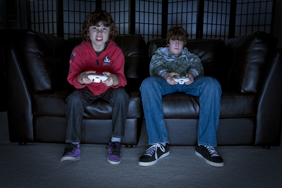 Video games are perceived as powerful enemies that stole the attention of our students, both in the classroom and at home. However, more teachers are betting on the implementation of game mechanics and video games to promote active learning. - Photo: Bigstock