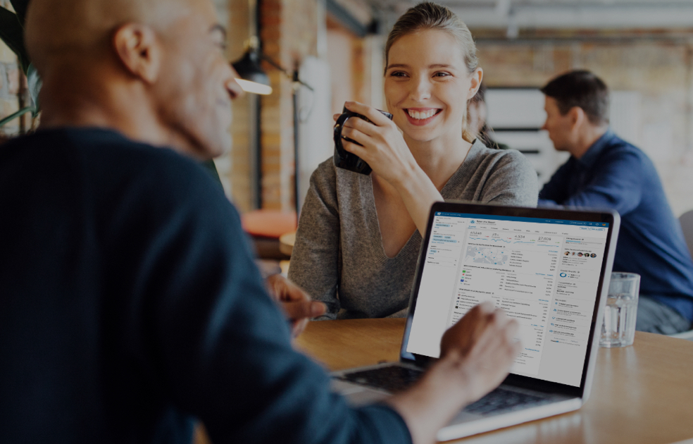 LinkedIn Talent Insights helps recruiters understand and analyze labor market trends. In addition, it provides information to managers in the decision making process. - Image: LinkedIn