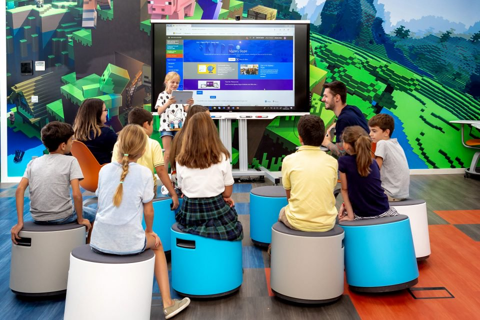 Microsoft creates #MicrosoftEDULab, a space with six zones with different activities that seek to integrate the technology and educational concepts of the 21st century. - Photo: Microsoft
