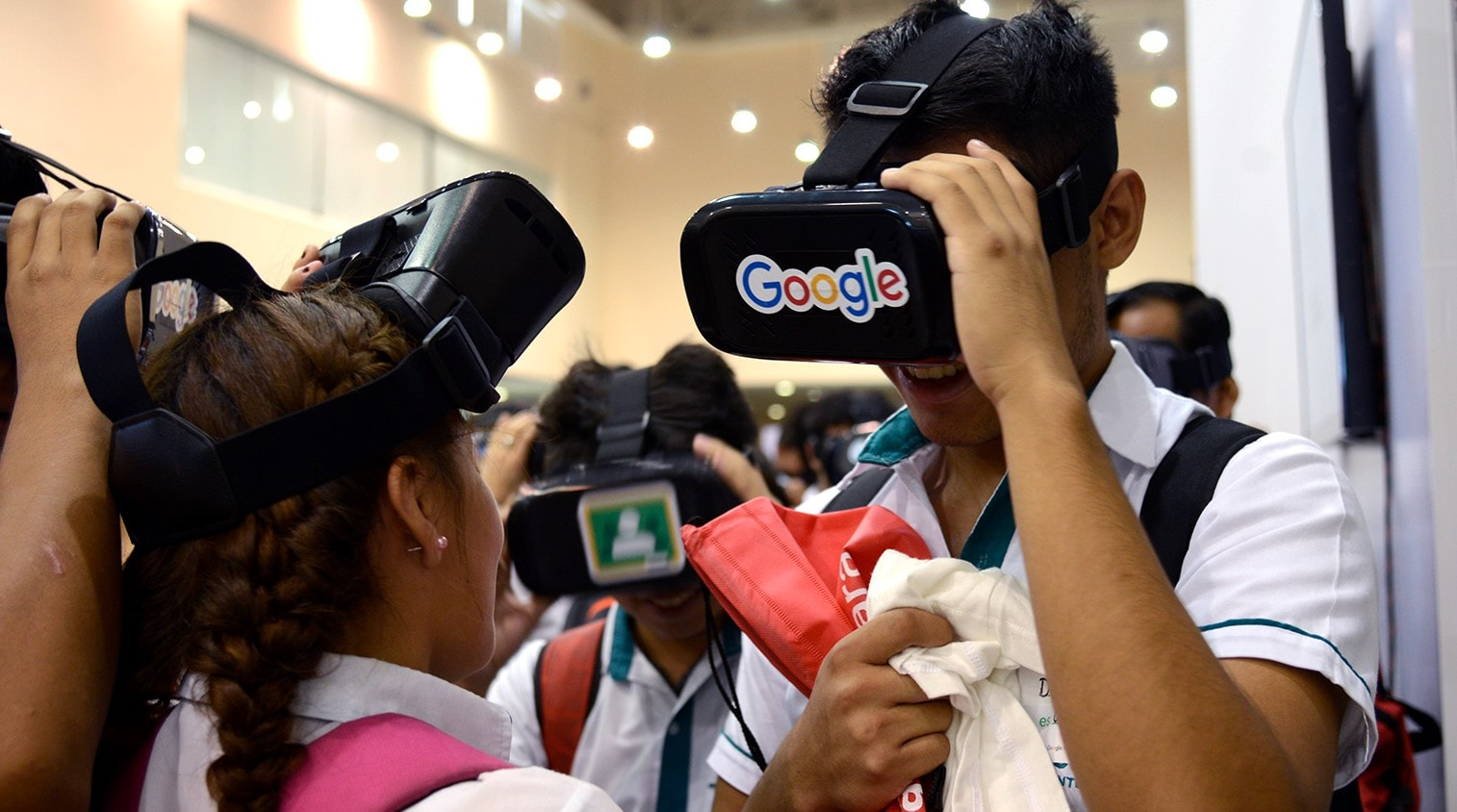 Members whose applications are accepted go to courses with Google mentors to define, design and launch educational innovation projects. - Image: Bigstock.