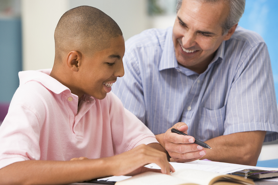 Online education, or e-learning, has revolutionized teaching. But experts agree: the future of education will be a hybrid model in which online teaching will supplement face-to-face instruction. Why? Because evidence proves that interaction is a key factor in the learning process. - Photo: Bigstock