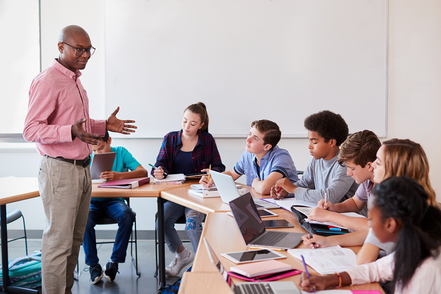 As higher education becomes more expensive than ever, students have to explore alternatives. Could Community Colleges be a solution? - Photo: Bigstock.