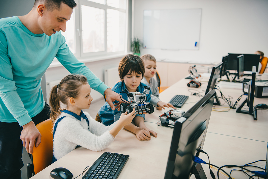 Here are some tools that can help students develop skills in STEM areas. - Photo: Bigstock