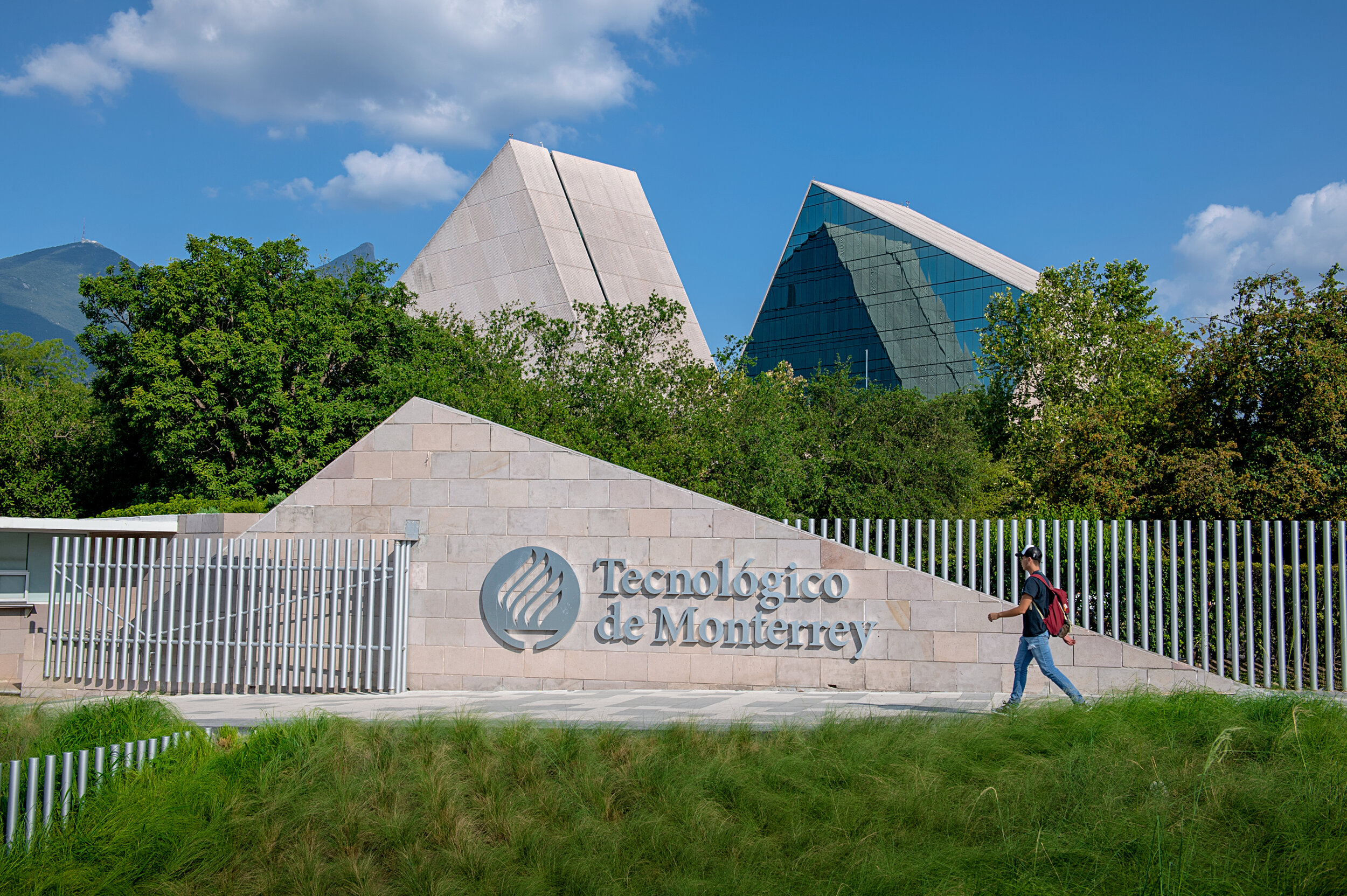 Tecnológico de Monterrey ranks second in employability in Latin America and number 40 worldwide. -