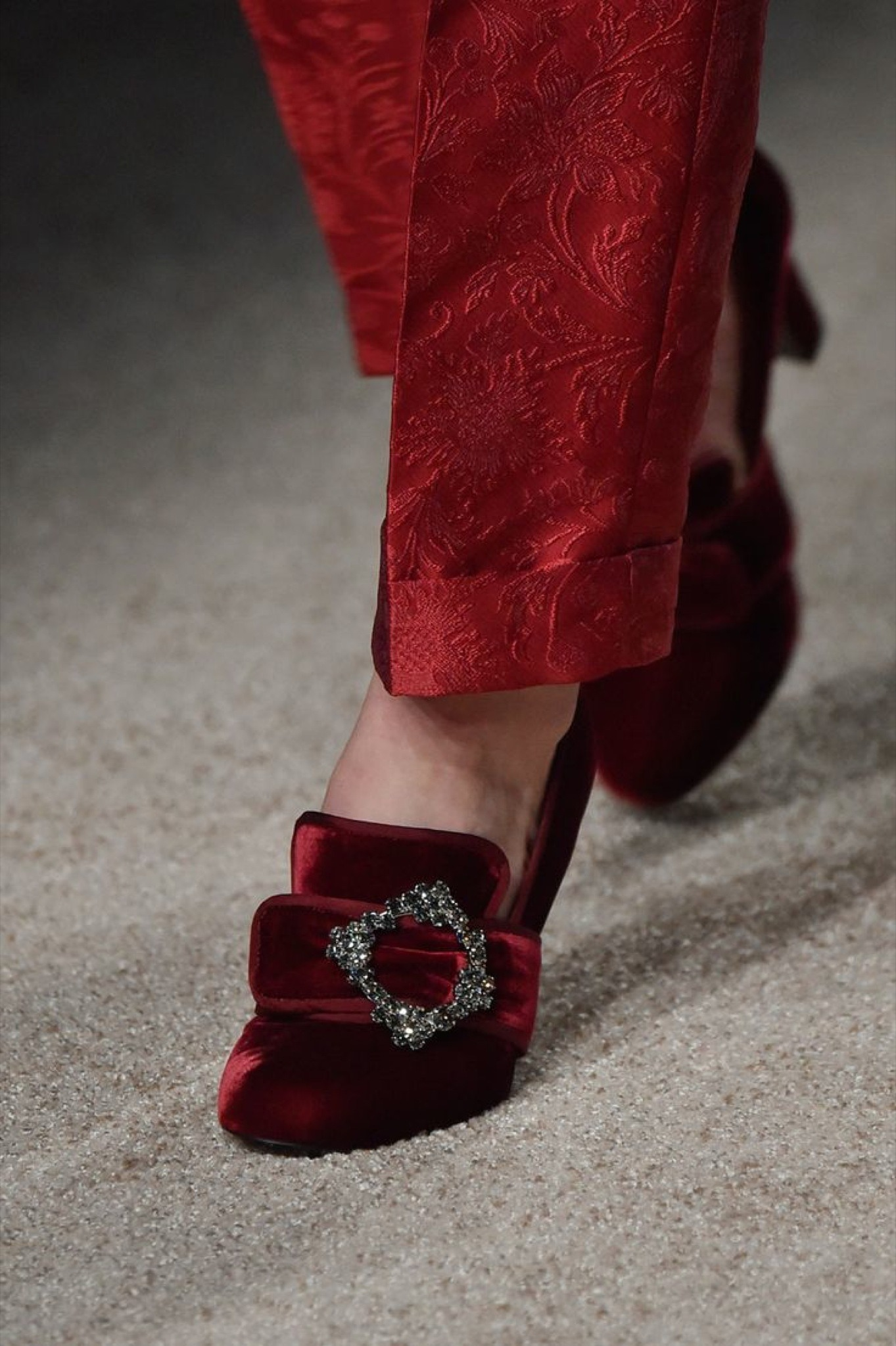 02-01-accessories-trends-fall-2015-velvet.jpg