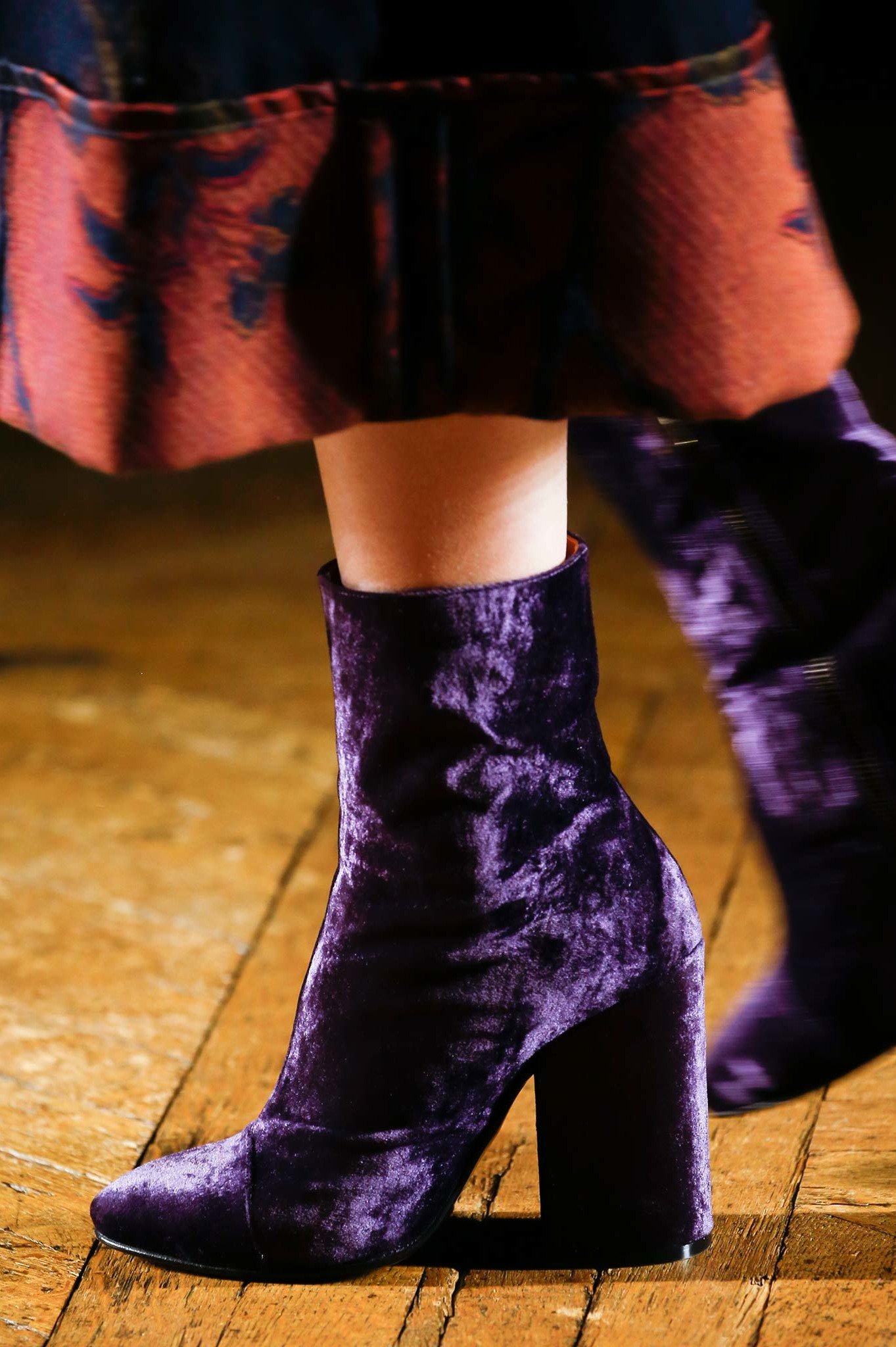 02-03-accessories-trends-fall-2015-velvet.jpg