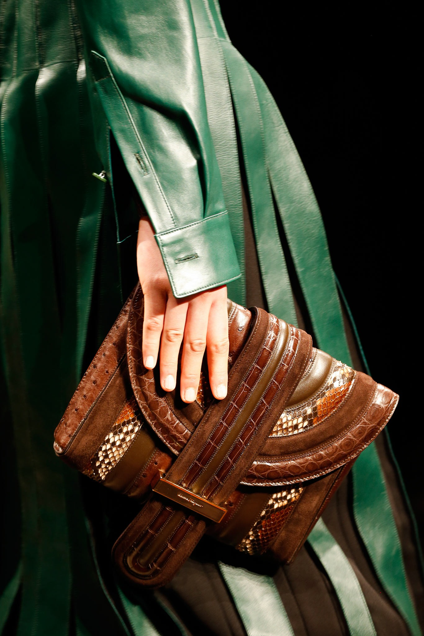 03-08-accessories-trends-fall-2015-daytime-clutch.jpg