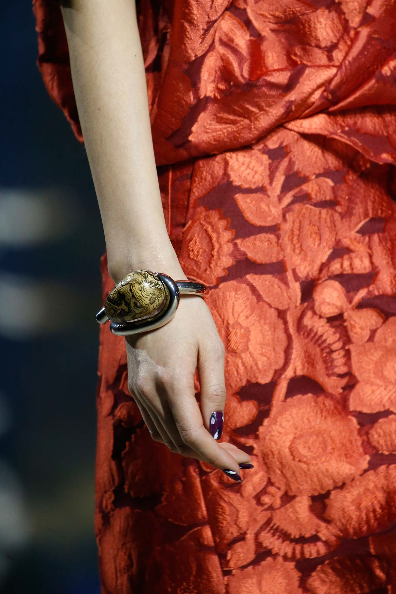 05-03-accessories-trends-fall-2015-modern-metal.jpg