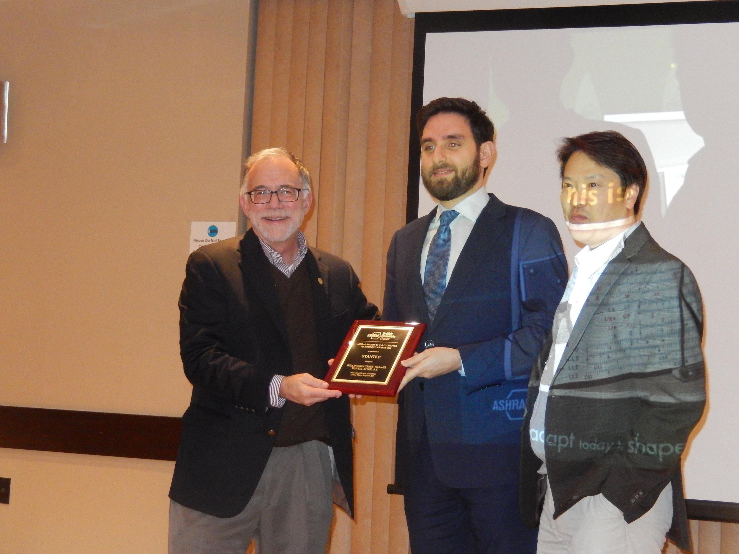 Tim Wentz Presenting Technology Award To Stantec.jpg
