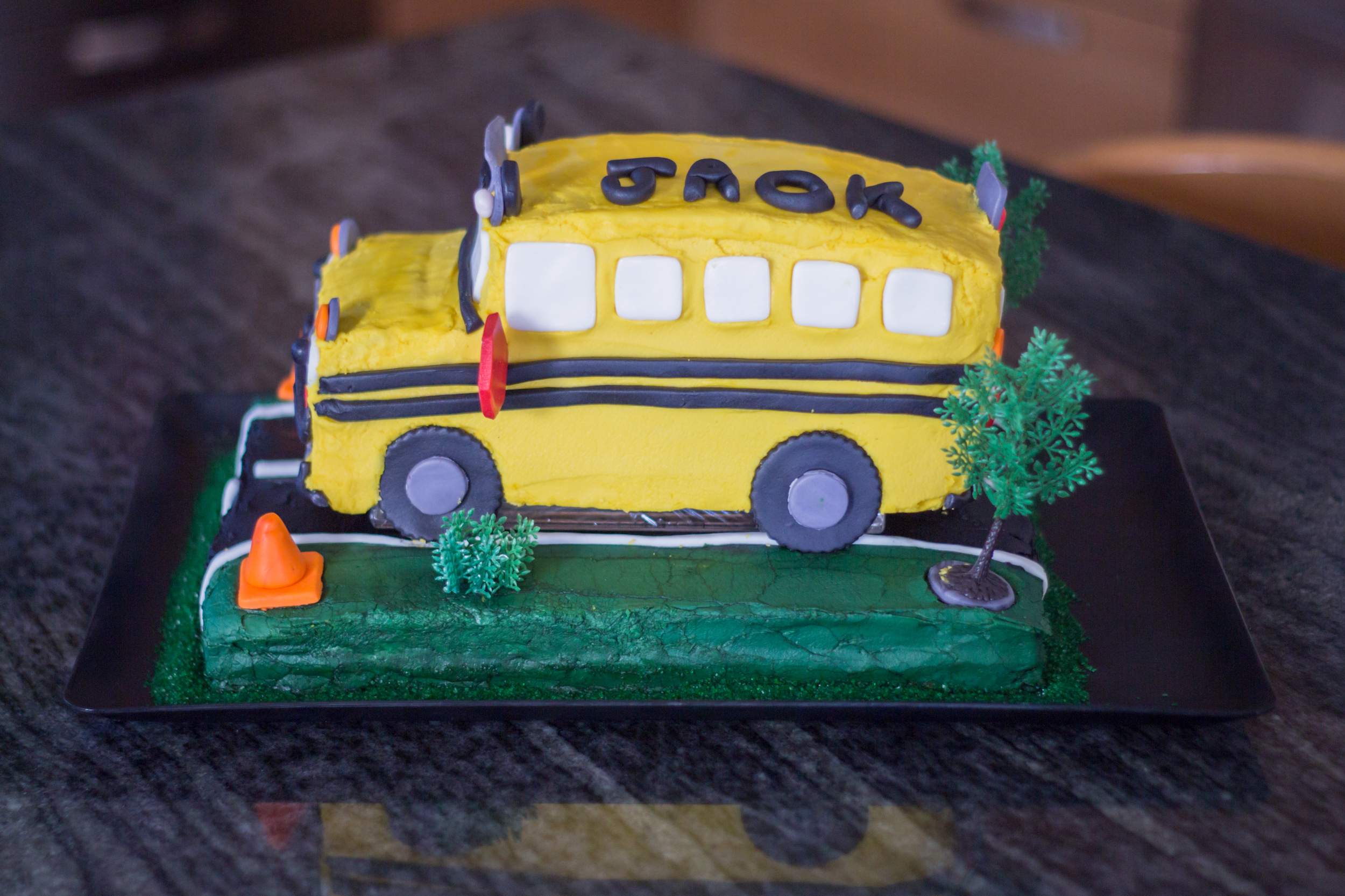Wheels on the Bus Cake!