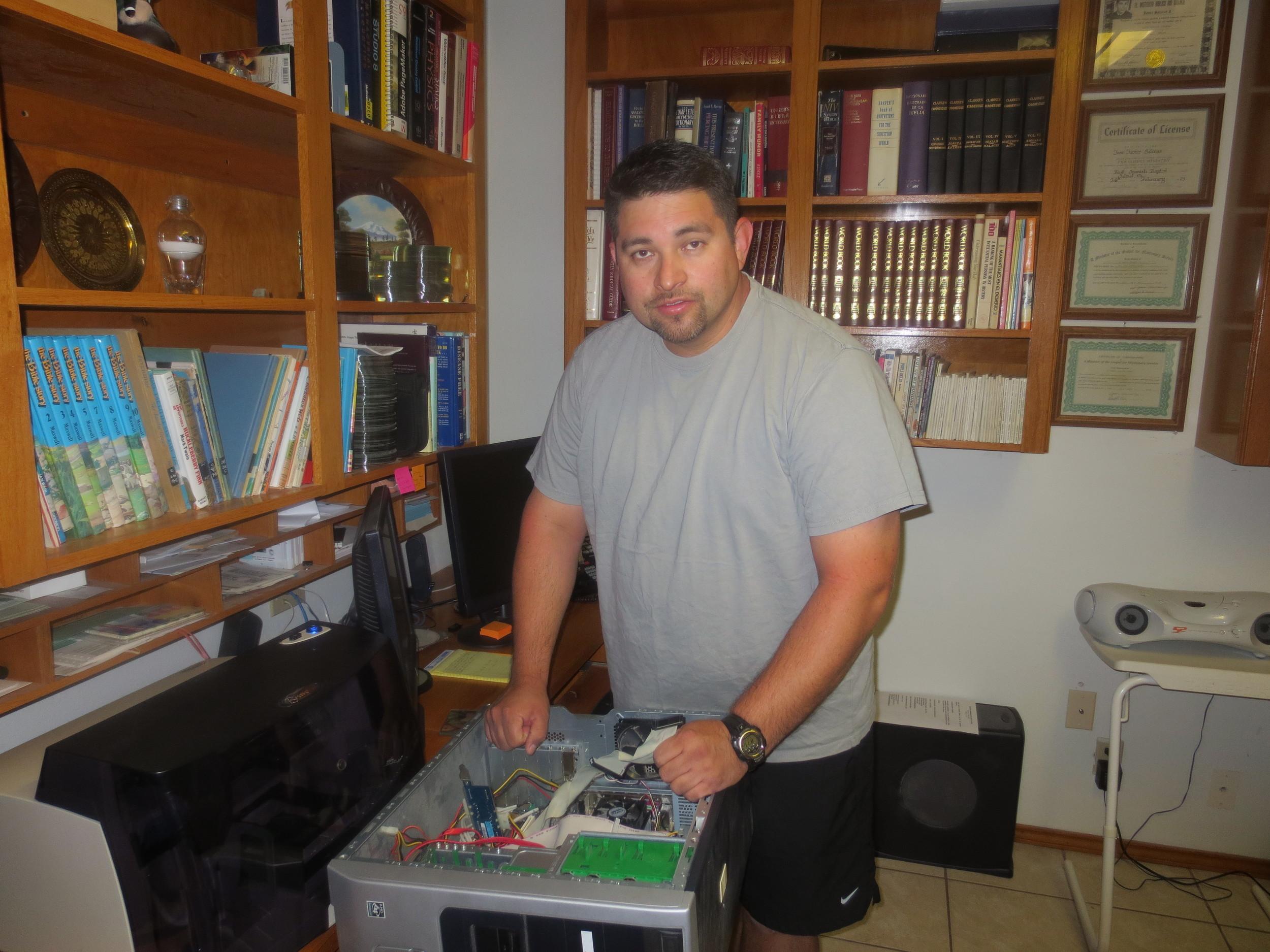 Tecnico: Nuestro hijo Daniel R. Salinas