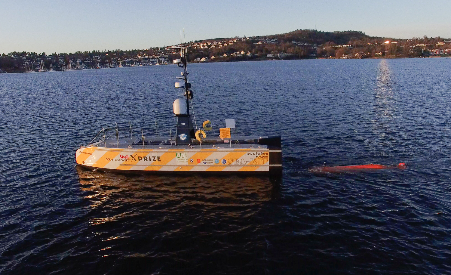 OFG AUV   Chercheur   launching from AUV bay of mothership USV   Maxlimer   (Photo: Lew Abramson)