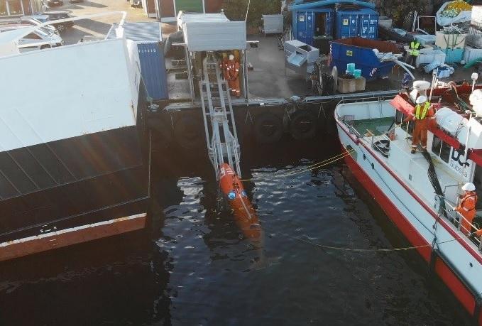 Figure 2 Quay-launch of AUV