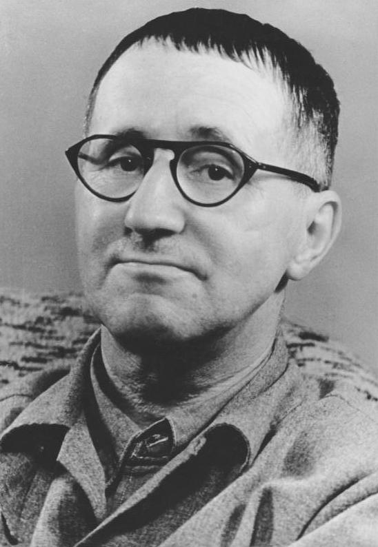 Bundesarchiv_Bild_183-W0409-300,_Bertolt_Brecht.jpg