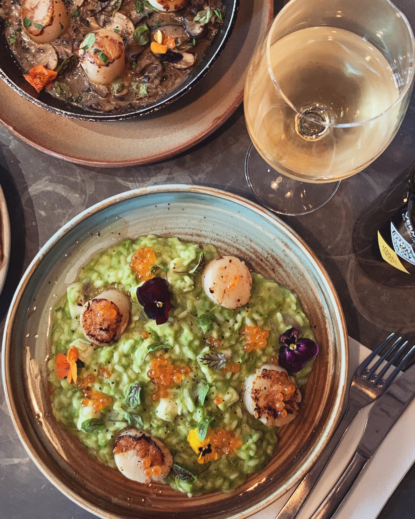 12-18 June - It's scallop weeks at Macchiato!~This week we present to you our special 'primo': Celadon Seafood Risotto, with green pea, Hawkesbury squid, Japanese scallops and salmon caviar.~Best served with our Primo Mesa Vermentino (Sardegna, Italy)👌🏻 ~