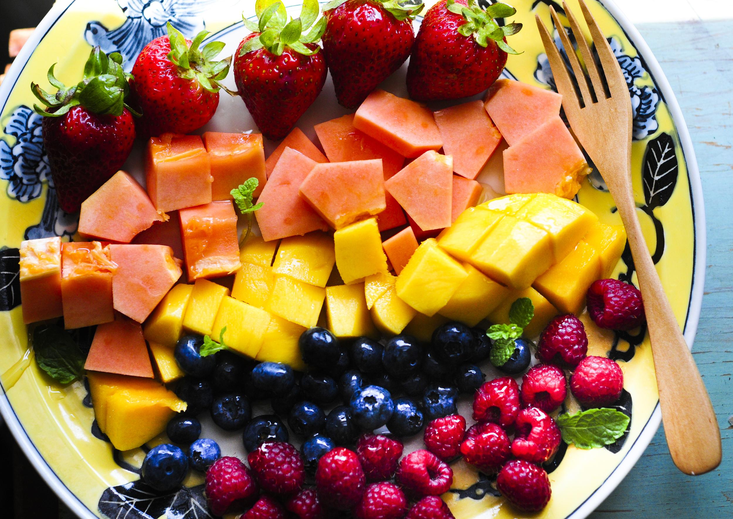 a.big.fruit.papaya.strawberry.blueberry.raspberry.mango.DSC_7297.jpg