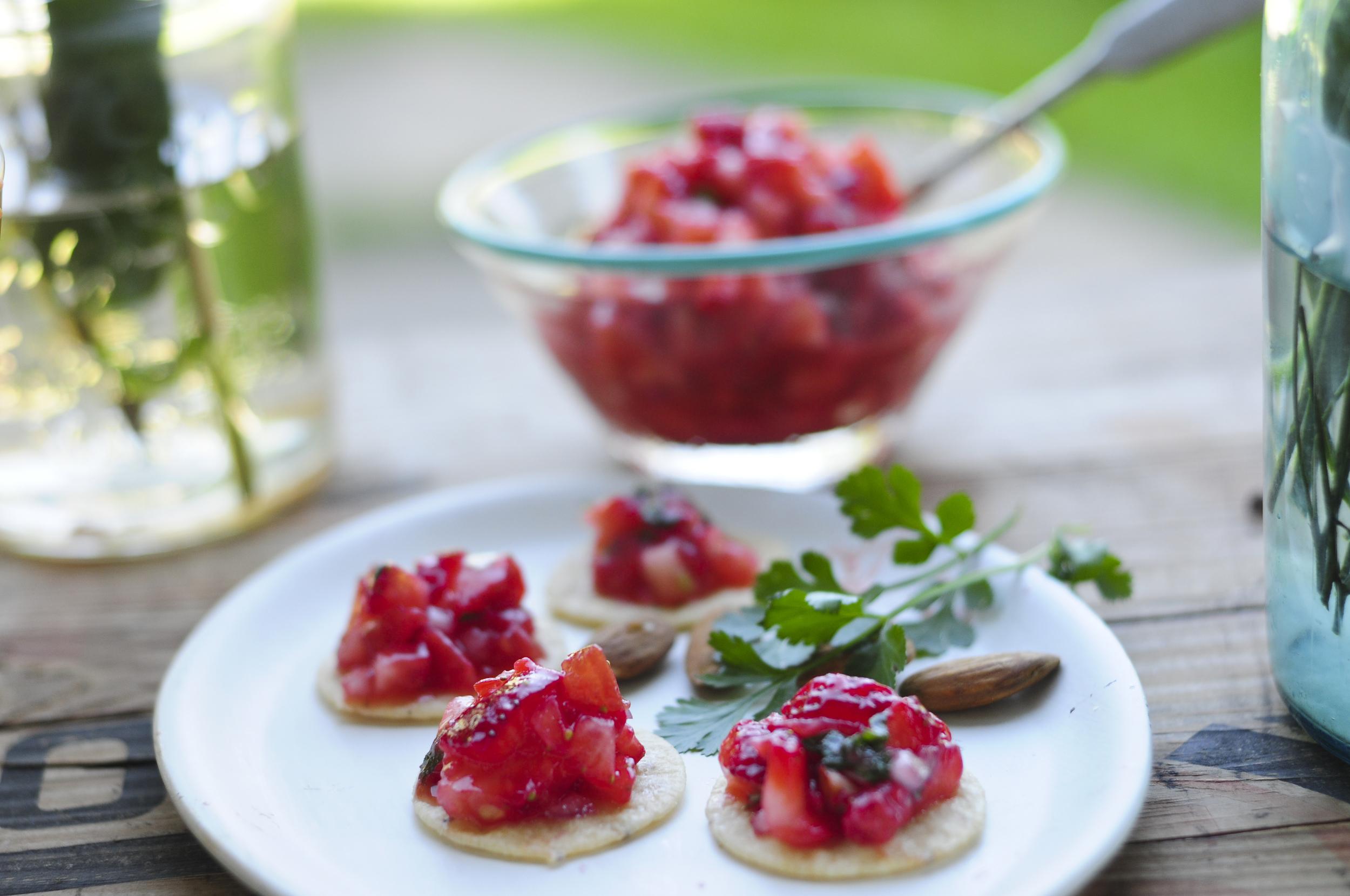 a.big.strawberry.tomato.salsa.craker.forest.food.DSC_9037.jpg