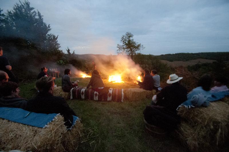 a.800.enos.farm.harvest.moon.dinner.outside.campfire.DSC_2164.jpg