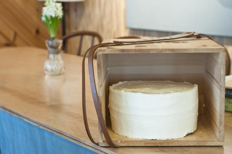 a.800.cake.box.erin.enos.farms.gathering.DSC_4752.jpg