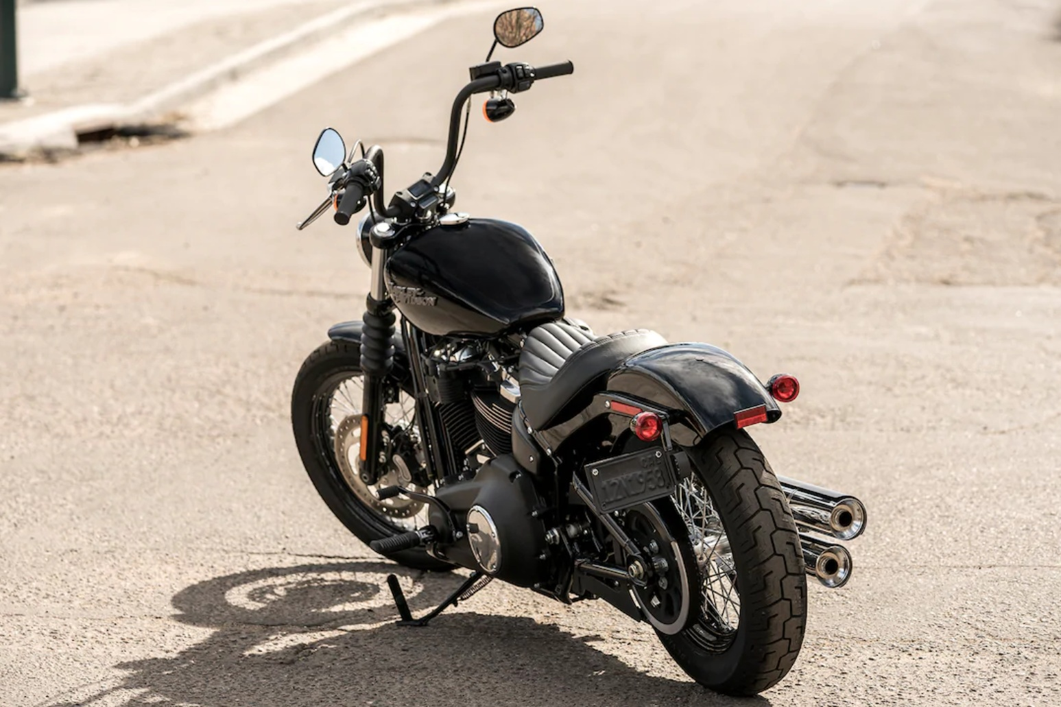 Street Bob® 107   The Street Bob® motorcycle gives you the two-fists-in-the-wind riding experience stripped down to the bare essence.