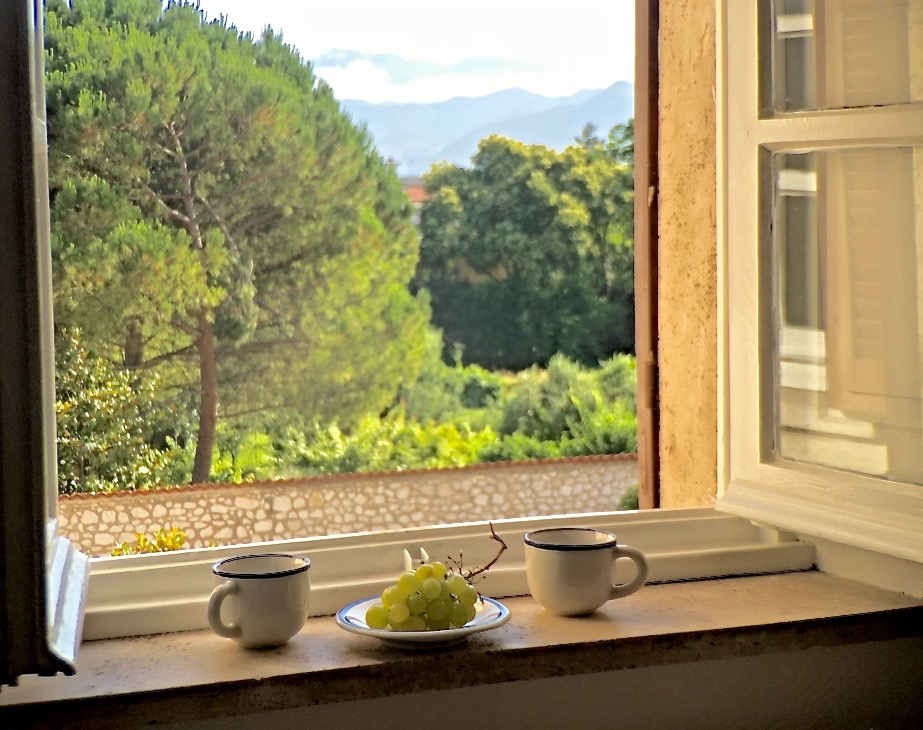 Our morning coffee at St Scolastica. Every morning sister Martha, originally from New York, brought us fresh brewed coffee thick and strong just as the care and hospitality we felt in this humble place. (c) 2016, AF @ cloisterseminars.org