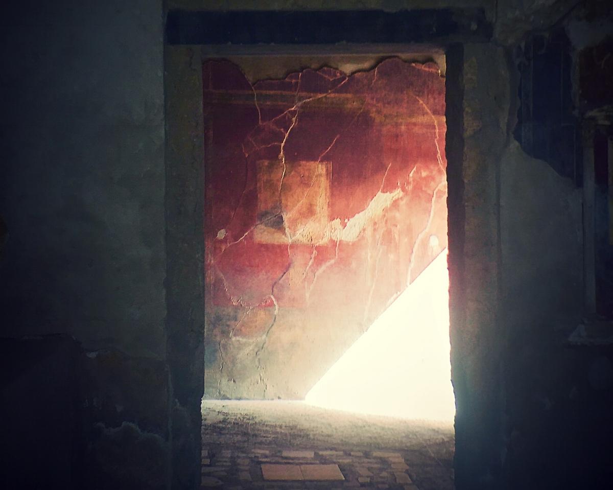 (c) A. Furchert.  A doorway  in Pompeii.